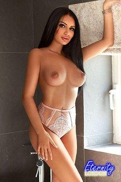 36D Very Busty Party Girl London Escort Tori