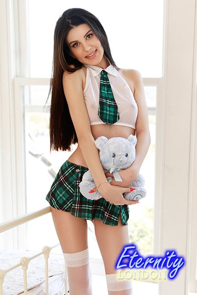 Brunette Earls Court SW5 London Escort Girl