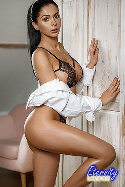 34DD Big Breast Elite Vip London Escort Tiffi