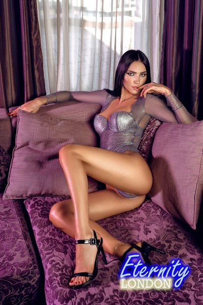 34C natural busty tall girl London Escort Katerina